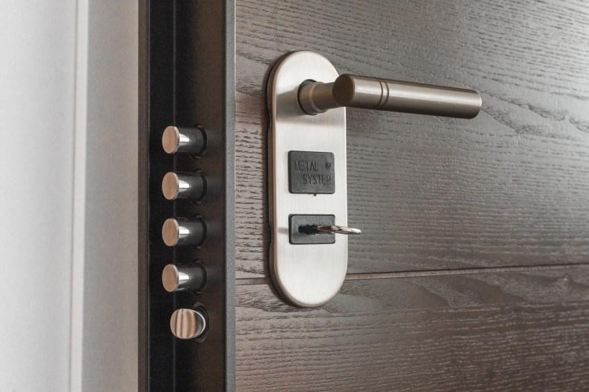wooden-door-with-lock-and-key